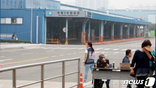 한국지엠은 6일 부평 공장 투자 관련한 비용 집행을 보류하고 재검토한다고 밝혔다. 사진은 논란의 부평2공장./사진=뉴스1