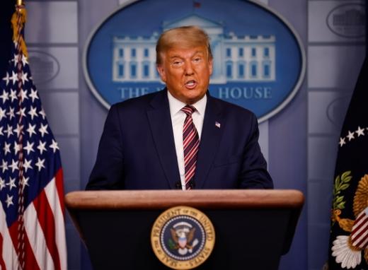 도널드 트럼프 미 대통령이 5일(현지시각) 백악관에서 2020 미 대선에 대해 연설하고 있다. /사진=로이터