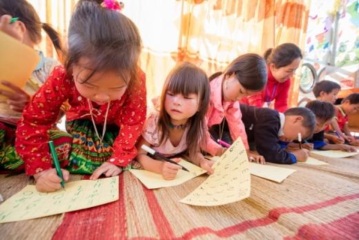 코이카와 세이브더칠드런이 2018년부터 3년간 실시한 '베트남 소수민족 아동 교육 사업'의 일환으로, 베트남 옌베이성 뮤깡차이 지역 초등학교에 다니는 소수민족 아동들이 베트남어 교육을 받고 있다. /사진=코이카