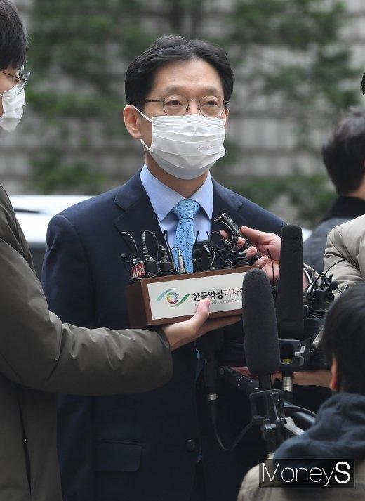 [머니S포토] 항소심 선고공판 출석한 김경수 경남도지사