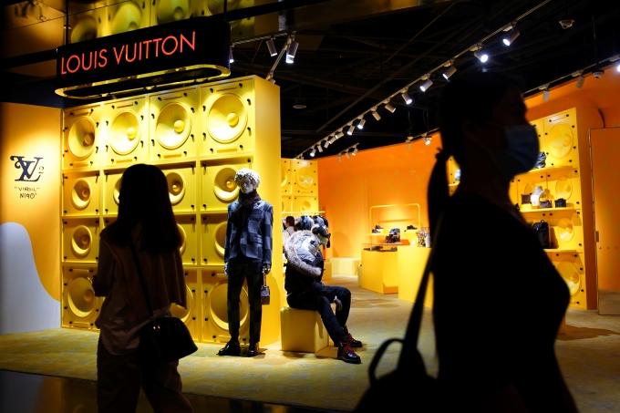 3대 명품처럼 강세를 보이는 일부 브랜드에게 백화점 측은 입점 위치 등 이익을 제공하는 조건으로 폐점을 막는다. /사진=로이터