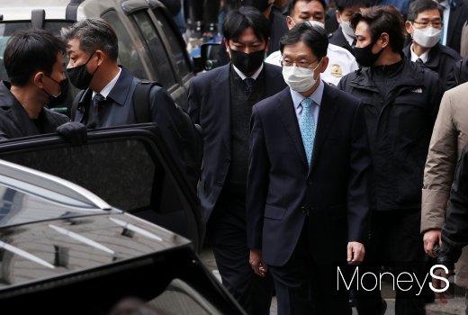 [머니S포토] '댓글 여론조작' 김경수 지사, 징역 2년…법정구속 면해