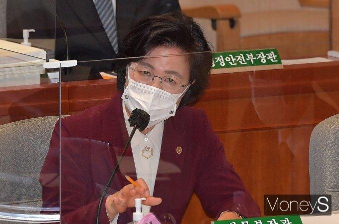 """[머니S포토] 추미애 """"전임 법무부 장관 특활비 정상집행"""""""
