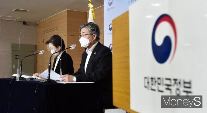 """[머니S포토] 이재갑 장관 """"택배사 안전조치 및 보건조치 의무 신설"""" 추진"""