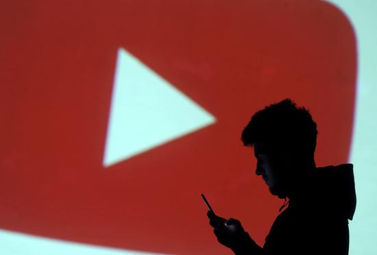 12일 유튜브에서 이례적인 장시간 오류가 발생해 이용자들이 불편을 겪었다. /사진=로이터