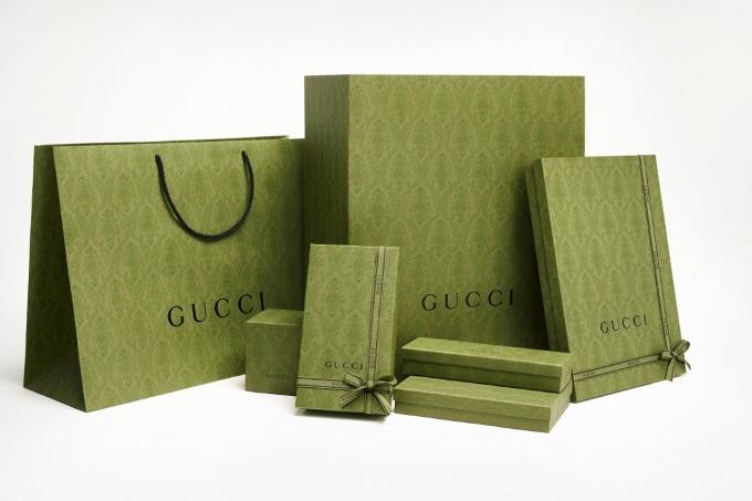 구찌는 그린 컬러의 패턴이 새겨진 종이 쇼핑백과 포장 상자 등 새로운 구찌 패키징 디자인을 론칭했다. /사진= 웨버샌드윅 제공