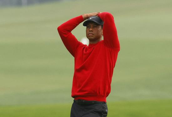 미국 골프선수 타이거 우즈가 16일(한국시간) 미국 조지아주 오거스타 내셔널 골프클럽에서 열린 제84회 마스터스 대회에서 샷을 날린 뒤 아쉬워하고 있다. /사진=로이터