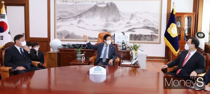 [머니S포토] 국회의장 여야 회동 '예산안·공수처 추천 경과' 등 현안 논의