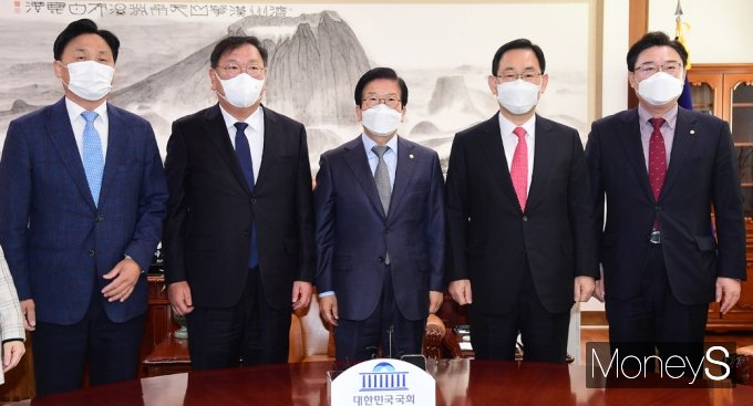 [머니S포토] 3개월만에 여아 원내대표단 만난 박병석 의장