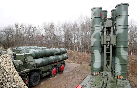 러시아의 S-400 '트리움프' 대공미사일이 러시아 칼리닌그라드의 그바르데이스크에 위치한 한 군사기지에 배치돼 있다. /사진=로이터