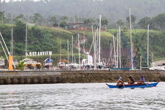 필리핀 다바오섬의 민다나오에서 어부들이 어선을 몰고 있다. /사진=로이터