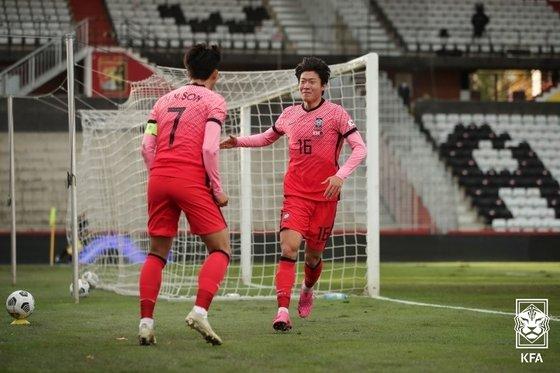 황희찬과 황의조의 연속골로 한국축구대표팀이 카타르를 꺾고 통산 500승 고지에 올랐다.   /사진=대한축구협회 제공