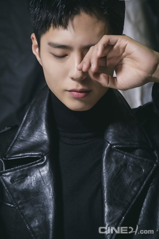 영화 '서복' 공유와 박보검의 화보가 공개됐다. /사진=씨네21 제공