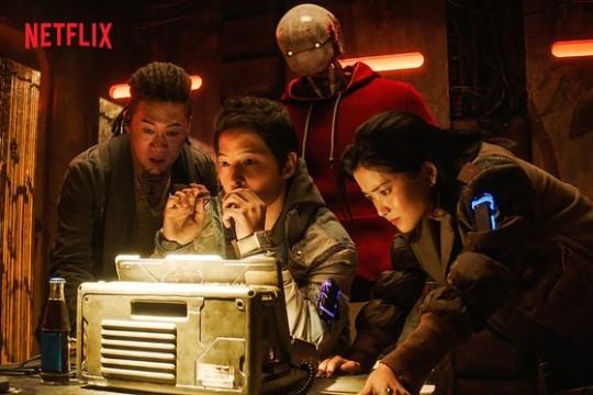 영화 '승리호'가 결국 극장 개봉 대신 다국적 OTT 서비스 넷플릭스(Netflix)행을 선택했다./사진=넷플릭스 제공