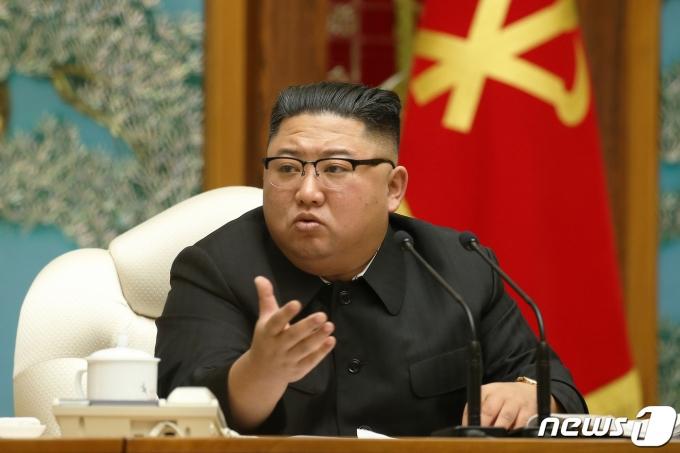 김정은 북한 국무위원장이 북한 내에서도 코로나19 확진자가 발생한 사실을 인지하고 있었다는 일본발 보도가 나왔다. /사진=뉴스1