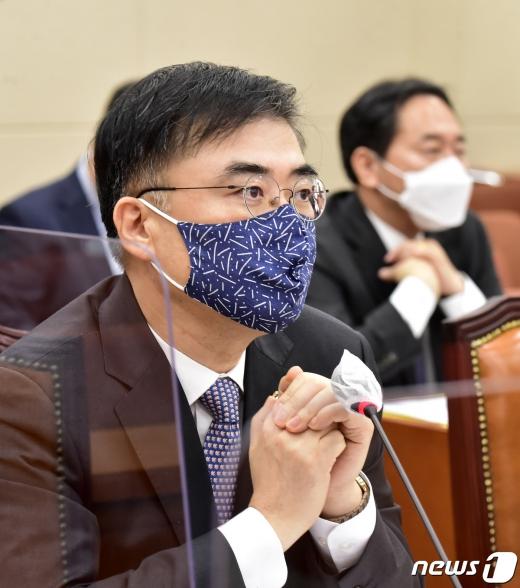손병두 금융위원회 전 부위원장은 한국거래소 이사장 유력 후보로 거론되고 있다./사진=뉴스1DB