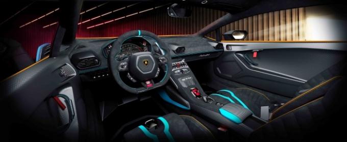 람보르기니의 후륜조향 기능을 포함해 더욱 직관적인 고정 기어비는 레이싱 환경은 물론 운전자와 차, 트랙 사이의 관계를 더 밀접하게 만들도록 설계됐다. /사진제공=람보르기니