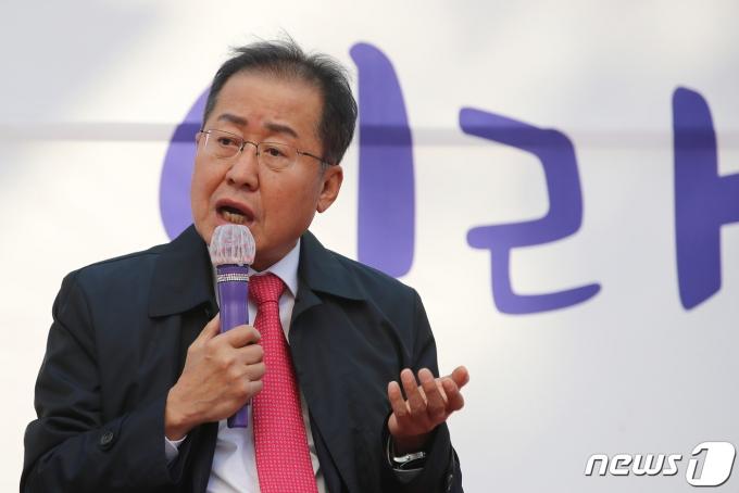 홍준표 무소속 의원(대구 수성구을)이 22일 부산 가덕도 신공항에 찬성 의견을 드러냈다.  /사진=뉴스1