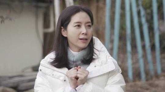 배우 송윤아가 김혜수와의 인연을 공개한다. /사진=더 먹고 가 제공
