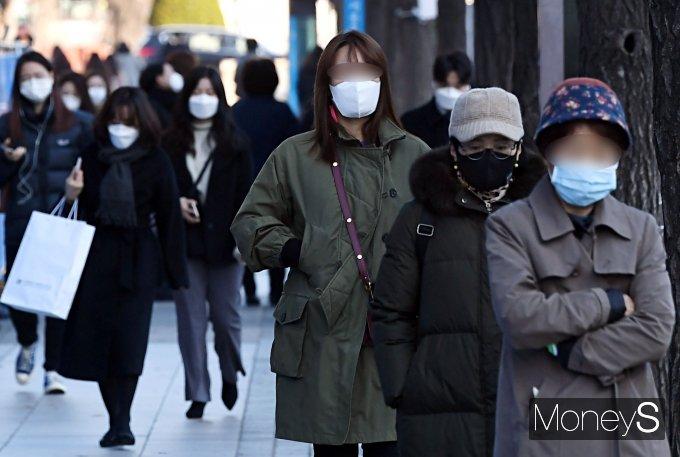 [머니S포토] 한파특보에 바람까지…'출근길 겨울옷 필수'