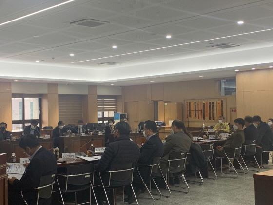 김포시청 참여실에서 미세먼지 저감을 위한 연구 용역 중간보고회가 진행되고 있다. / 사진제공=김포시