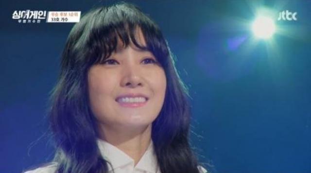 노래 '사랑은 언제나 목마르다'를 불렀던 가수 유미가 자신을 무명가수 33호라고 칭했다. /사진=JTBC 캡처