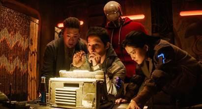 넷플릭스가 한국 영화를 대거 단독 공개한다. 사진은 승리호 스틸컷. /사진=넷플릭스 제공
