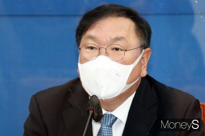 [머니S포토] 여야 비공개 원내회동 앞둔 민주당 '김태년'