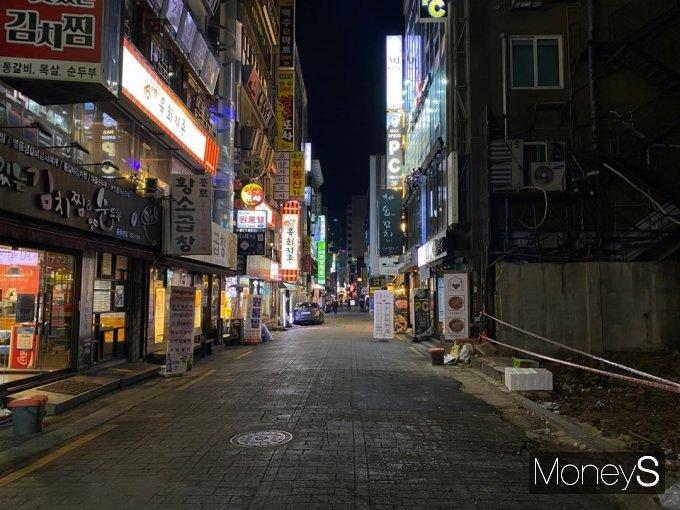지난 24일 밤 9시 이후 종각 젊음의 거리는 한산했다. /사진=정소영 기자