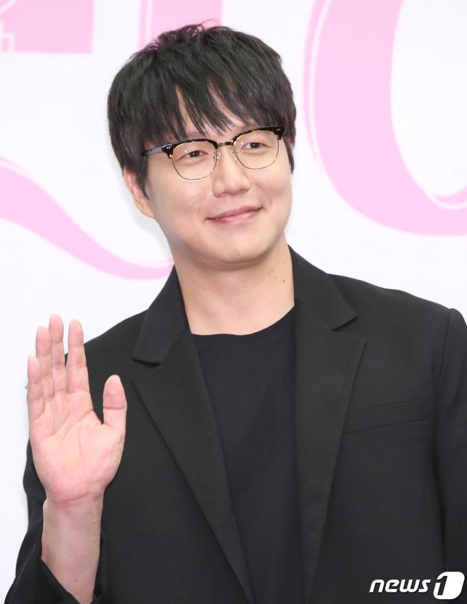 지난 9월 tvN '노래에 반하다' 제작발표회에 참석한 가수 성시경. /사진=뉴스1