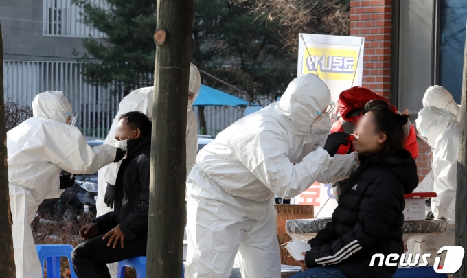 충북 제천 방역당국이 인근 지자체와는 다르게 신종 코로나바이러스 감염증(코로나19) 확진자와 접촉자 관련 세부 동선을 공개하지 않아 논란이 일고 있다. /사진=뉴스1