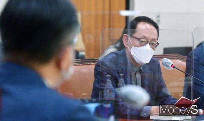 """[머니S포토] 법사위 김도읍 """"윤 총장 출발했다하는데 기다리자"""""""