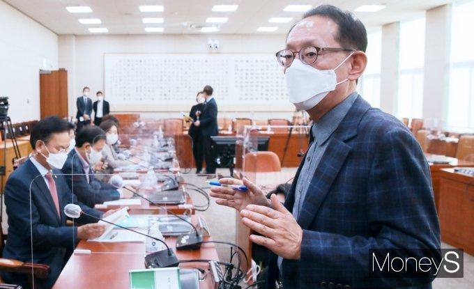 [머니S포토] 국회 법사위 산회 항의하는 '김도읍'