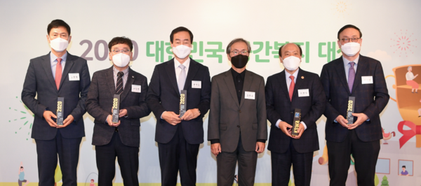 25일 오산시가 2020 대한민국 공간복지대상 시상식에서 '징검다리교실 운영'으로 우수상을 수상했다. / 사진제공=오산시