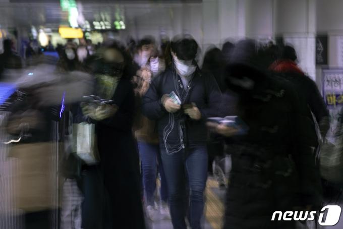 26일 제천시 발표에 따르면 김장 모임을 했다가 일가족 8명이 신종 코로나바이러스 감염증(코로나19) 확진 판정을 받은 이후 관련 확진자 8명이 추가로 발생했다. /사진=뉴스1
