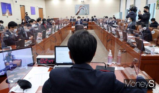 [머니S포토] 국회 과학방위기술정보방송통신위원회 전체회의