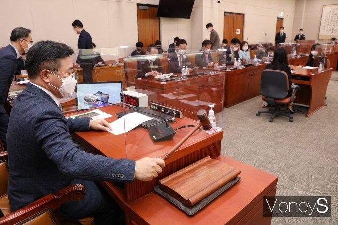 [머니S포토] 법사위 전체회의