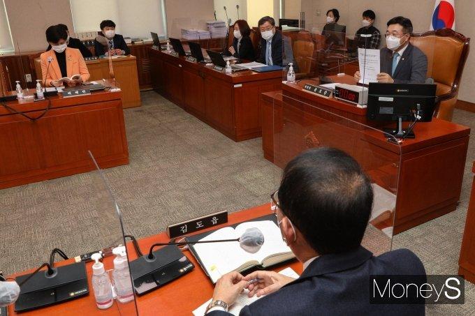 [머니S포토] 법사위 개회요구서 관련 발언하는 윤호중 위원장