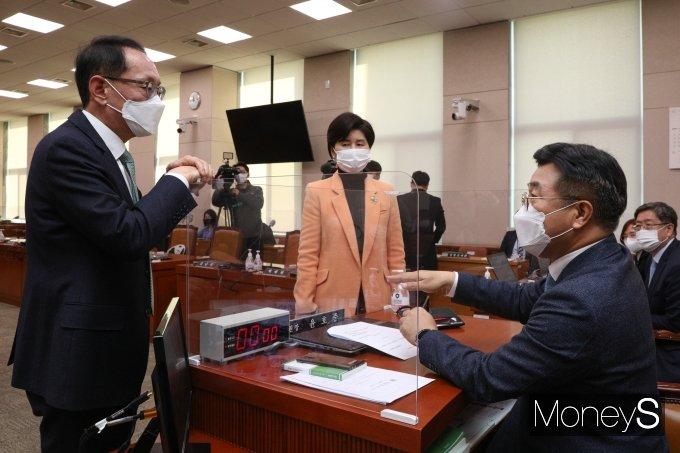 [머니S포토] '법사위 이틀째 파행'…윤석열 출석 공방