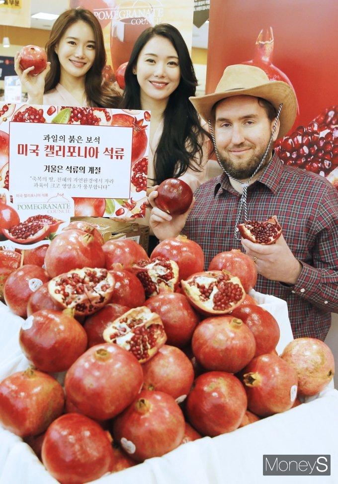 [머니S포토] 환절기 면역력 도움에는 '미국 캘리포니아 석류'
