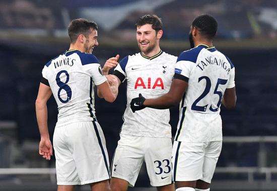 토트넘 홋스퍼 선수들이 27일(한국시간) 영국 런던의 토트넘 홋스퍼 스타디움에서 열린 2020-2021 UEFA 유로파리그 조별예선 J조 4차전 루도고레츠와의 경기에서 2-0으로 앞선 후반 18분 해리 윙크스(왼쪽)의 득점이 터지자 함께 기뻐하고 있다. /사진=로이터