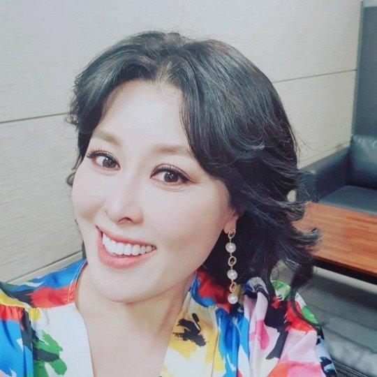 최근 32㎏을 감량했다고 밝힌 배우 홍지민이 아름다운 미모를 전했다. /사진=홍지민 인스타그램