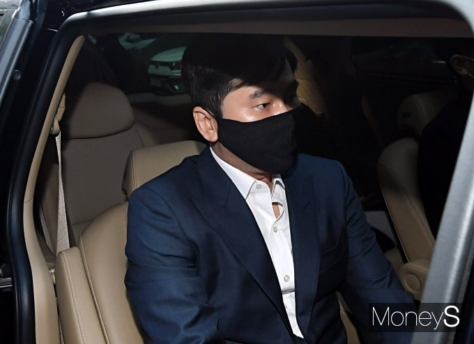 [머니S포토] '원정도박' 혐의 양현석, 얼굴에 드리운 어두운 그림자
