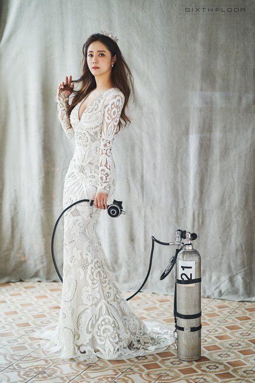 배우 최송현과 연인 이재한의 웨딩 사진이 공개됐다. /사진=원규 식스플로어 제공