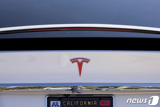 캘리포니아 코스타메사의 테슬라 서비스센터에 주차돼 있는 테슬라 모델X. © 로이터=뉴스1