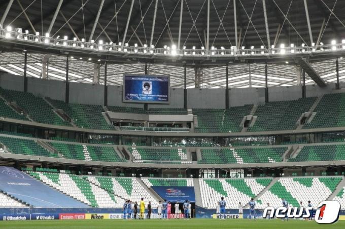 [사진] '축구 전설 마라도나를 추모하며'