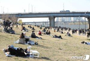 거리두기 전국 '2단계'로 격상되나… 정부 오늘 결정