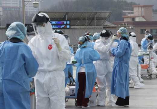 신종 코로나 바이러스 감염증(코로나19) 신규 확진자가 어제 하루 504명 증가하며 사흘연속 500명대를 기록했다. / 사진=뉴스1