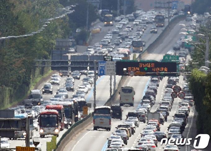 서울 서초구 경부고속도로 잠원IC 부근 © News1 신웅수 기자