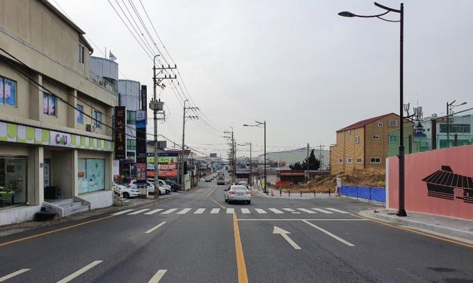 논란이 되고 있는 김해 안동1지구 도시개발사업 동측도로 차선/사진=머니S 독자제공